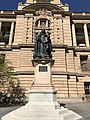 Statue of Queen Victoria, Brisbane 07.jpg