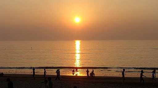 SunsetJuhuBeachMumbai2015 01