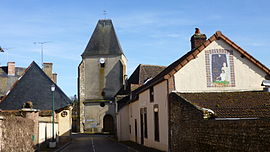 Coming from Champignelles, the rue Carreau - Church and mural