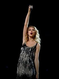 Taylor Swift, Fearless tour, Australia, 2010.jpg