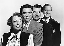 Publiciteitsfoto voor The Damned Don't Cry. V.l.n.r. Joan Crawford, Steve Cochran, Richard Egan en David Brian
