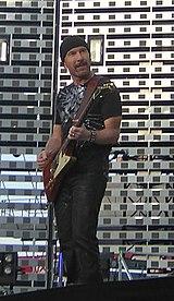 The Edge (U2) con la sua Gibson