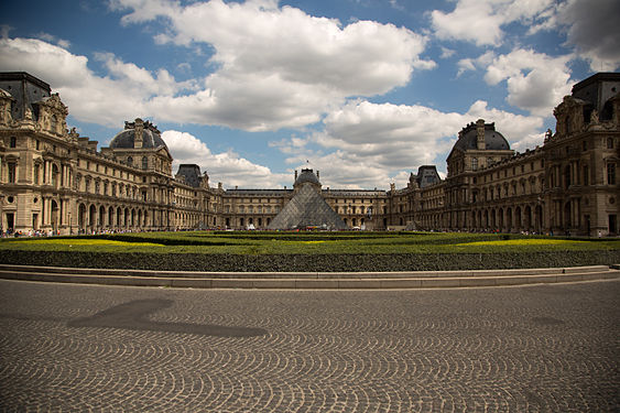 The Louvre (wide).jpg