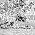 Timna in de Negevwoestijn een beladen vrachtwagen op het terrein van de kopermi, Bestanddeelnr 255-3679.jpg
