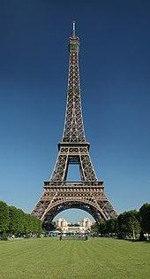 Эйфелева башня на рассвете с трокадеро