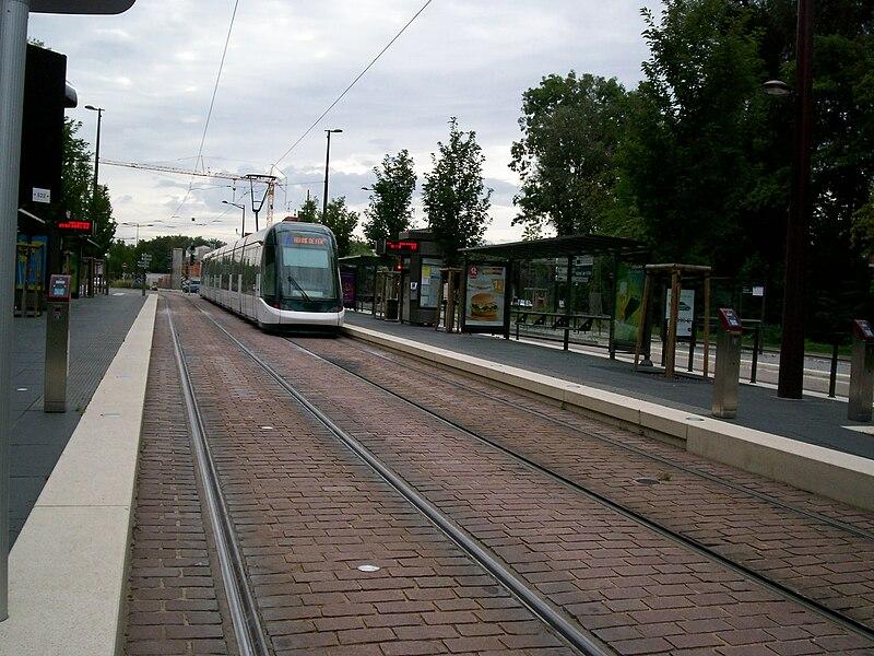 Tramway de Strasbourg line B à Ostwald Hôtel de Ville, vers Homme de Fer