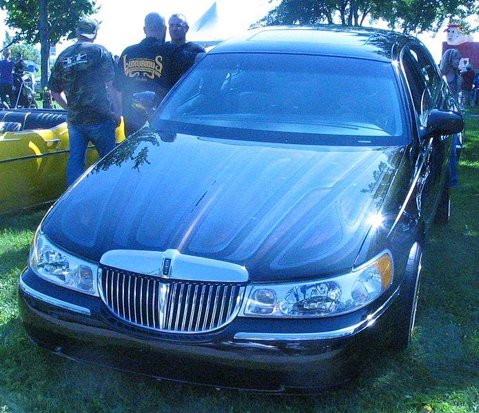 2011 Lincoln Town Car: File:Tuned Lincoln Town Car (5eme Picnic Et BBQ 2011 Du