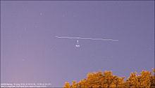 Una scia luminosa prodotta dal passaggio dell'UARS sui cieli dei Paesi Bassi il 16 giugno 2010.