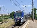 Un TER entrant en gare de Saint-Maurice-de-Beynost (juillet 2019).jpg