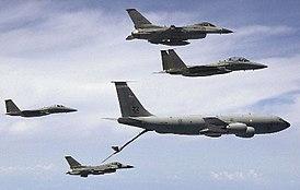 Resultado de imagem para imagens de caças F15 e F16 norte americanos