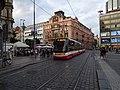 Václavské náměstí, tramvajová trať, z Vodičkovy.jpg