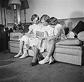 V.l.n.r. Prinses Benedikte, Prinses Margrethe en Prinses Anne Marie kijkend in e, Bestanddeelnr 252-8643.jpg