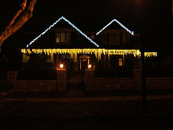 A home in Vancouver with Christmas Lights prof...