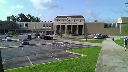 Vestavia Hills High School in the suburbs of Birmingham Vestavia Hills High School.jpg