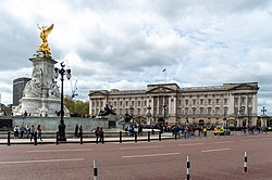 Victoria Memorial and Buckingham Palace.jpg