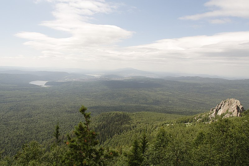 Датотека:View over Taganai on Zlatoust.jpg
