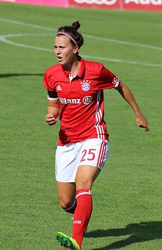 Viktoria Schnaderbeck - Schnaderbeck with Bayern Munich in 2016