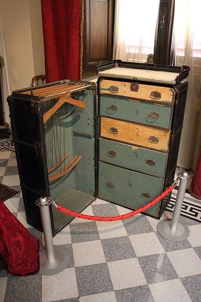 File villa caruso di bellosguardo int camera da letto di enrico caruso baule da viaggio jpg - Letto da viaggio ...