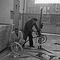 Voorbereiding tentoonstelling in Stedelijk Museum, Bestanddeelnr 912-1981.jpg