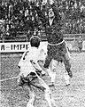 Vratar Žabjek posreduje pred Klačnikom - tekma Olimpija - Maribor.jpg