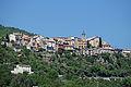 Vue sur le village de Bouyon depuis la route de Nice (printemps).JPG