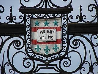 Washington University in St. Louis - The Washington University crest at the entrance to Francis Field