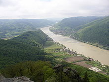 [Bild: 220px-Wachau_west_of_Aggstein.JPG]