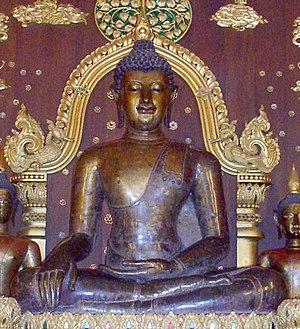 Buddha images in Thailand - Image: Wat Phra Kaew CR Phra Jao Lan Thong