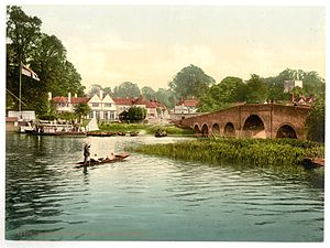 Great House at Sonning - Historic view from the other side of the River Thames of the White Hart with Sonning Bridge to the right.