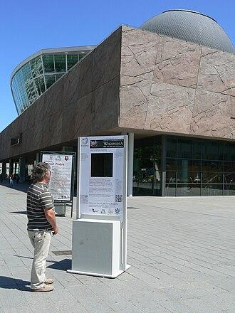 Rennes Métropole - Image: Wikipédia dans Rennes Les Champs Libres vue de loin