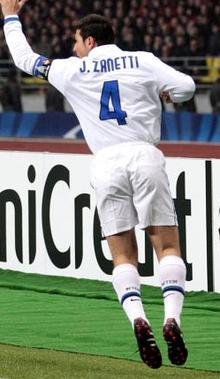 Javier Zanetti contro il CSKA Mosca nel 2010
