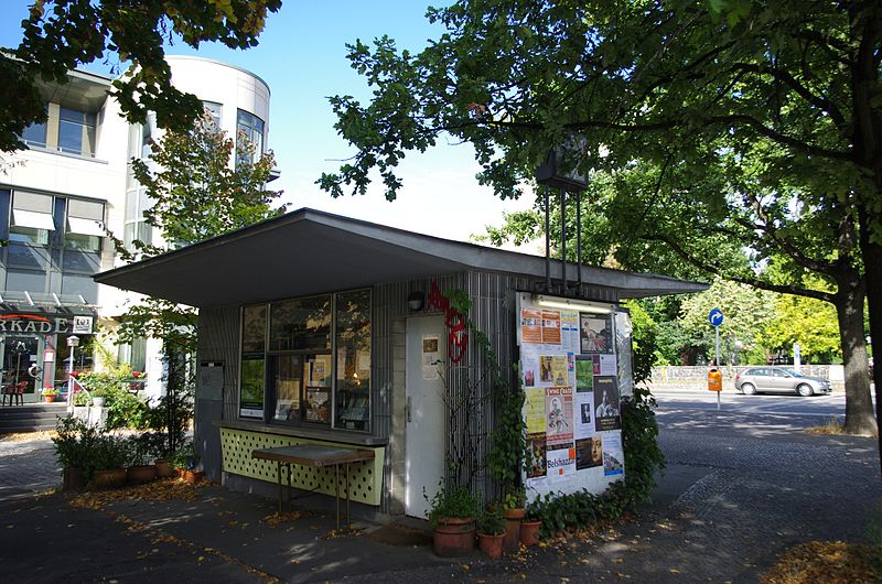 Datei:Zehlendorf Teltower Damm Kiosk.jpg