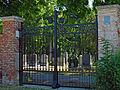 Zentralfriedhof Tor zwischen....jpg
