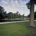 Zicht op de Bedriegertjes met op de voorgrond de vijver - Rozendaal - 20424379 - RCE.jpg