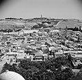 Zicht over de stad Jeruzalem met rechts midden de Al Aqsa moskee, Bestanddeelnr 255-5196.jpg