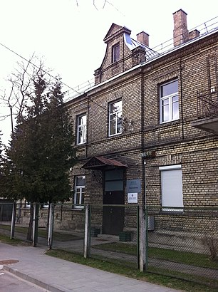 How to get to Žvėryno Seniūnija with public transit - About the place