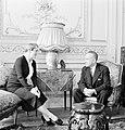 Štefan Osuský en zijn echtgenote Pavla Vachková-Osuská in de salon van de ambass, Bestanddeelnr 255-8778.jpg