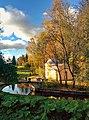 Павильон Холодная ванна золотой осенью.jpg