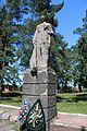 Паріївка, Пам'ятник 62 воїнам – односельчанам, загиблим на фронтах ВВВ (скульптура), біля школи.jpg