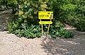 Путевой знак на пещеру Кызыл-Коба, Перевальное, Крым.jpg