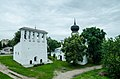 Церковь Успения Пресвятой Богородицы с Пароменья (1521) со звонницей в Пскове.jpg