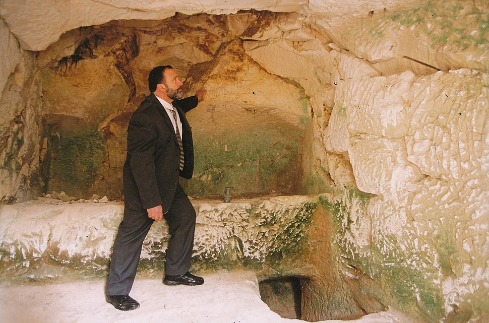 המערה החיצונית בקנה מידה