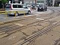 十字街停留場の電車停車位置(左下側:乗客乗降用、右上:信号操作用).jpg