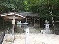 土砂に埋まった大滝神社.jpg