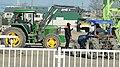 帯広競馬場で開場前に馬橇の打音検査を行っている風景(2016年1月1日).JPG