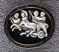 034 arte romana, bacco e arianna nel cocchio trainato da centauri, calcedonio, III sec. dc..JPG