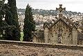 098 La Doma, panteó Fargas, al fons Sant Esteve de la Garriga.jpg