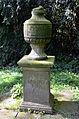 1775 errichtetes Denkmal für Königin Caroline Mathilde von Dänemark Palais Mecklenburg im Park vom Palais Mecklenburg, Celle.jpg