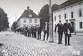 1908 studenter Stora torget, Nyköping.JPG