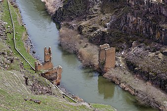20110419 bridge Akhurian River Ani Turkey.jpg